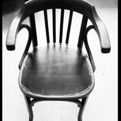 Chaise structure bois et assise en acier