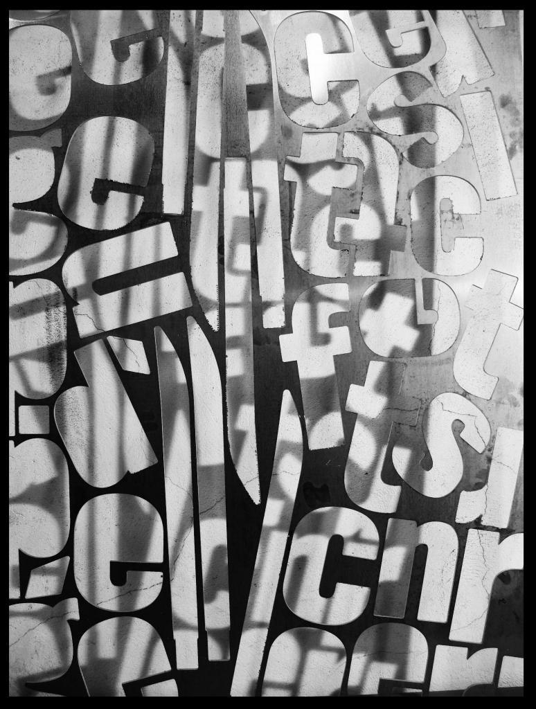 panneau de d coration lettres dans une plaque d 39 aluminium. Black Bedroom Furniture Sets. Home Design Ideas