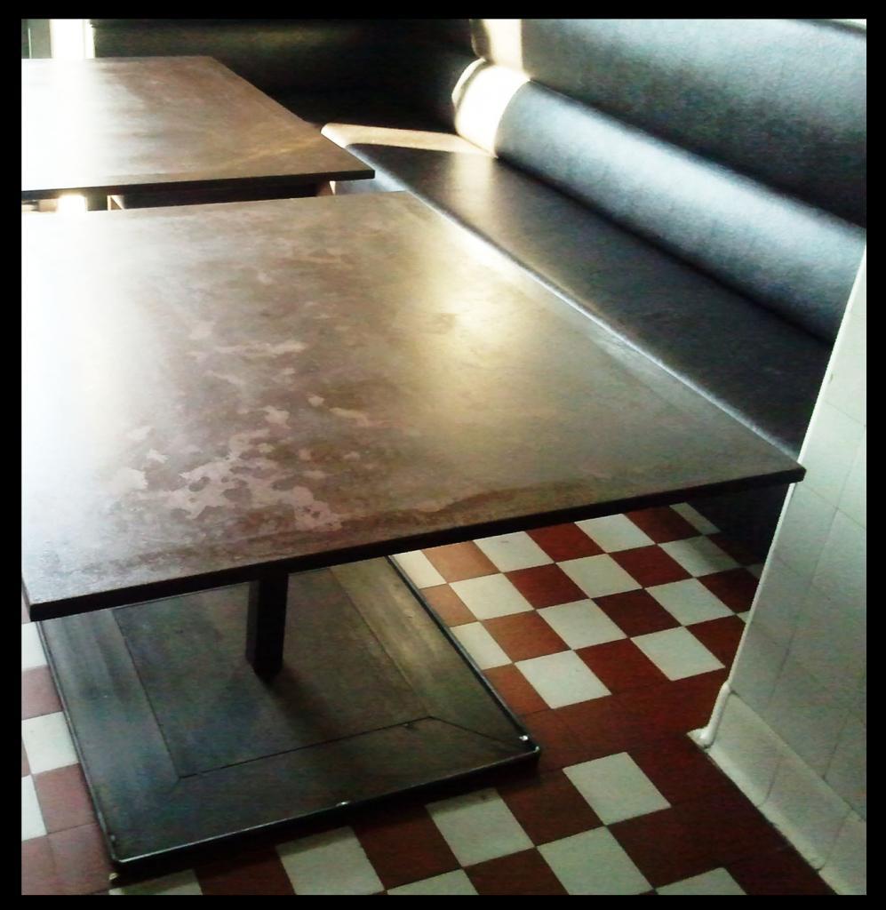 Table acier rouillees